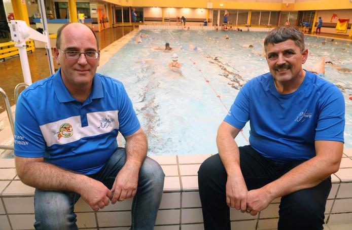 Bart Seij (links) en Jos Nijskens van zwemvereniging De Marlijn.
