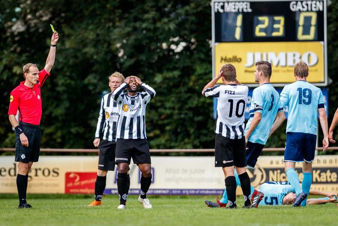 Richard Baharila beleefde met twee gele kaarten een ongelukkig debuut voor eigen publiek, maar MSC won wel.