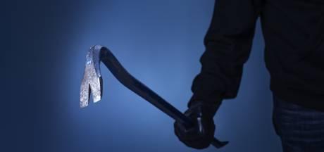 Betrapte inbrekers tuigen bewoner af met breekijzer