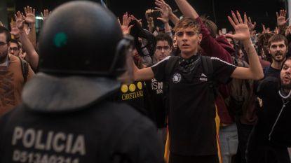 Catalaanse demonstrant raakt oog kwijt door rubberkogel, politie onderzoekt agenten die doorrijden met burgers op motorkap