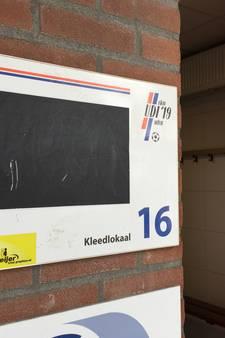 Voetballers in de regio buitenspel door gebrek aan kleedkamers