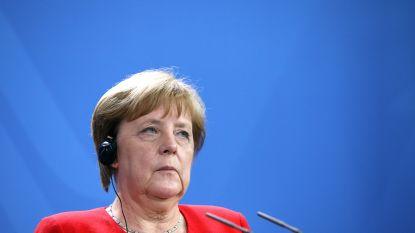 """Merkel: """"We moeten onze jongeren vertellen over de horror die de geschiedenis over ons en anderen heeft gebracht"""""""