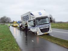 Aanrijding tussen vrachtwagen en bestelbus in Moordrecht