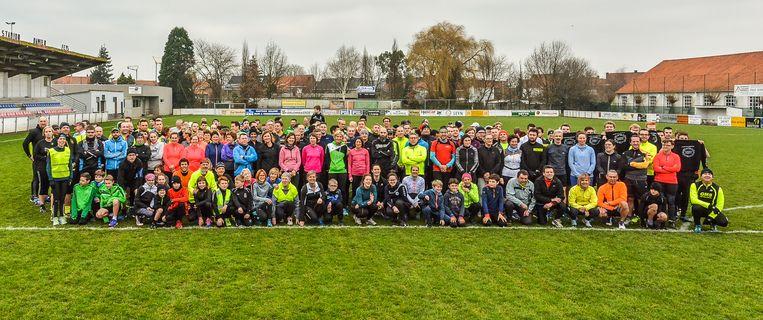 Klaar voor de start van de Sylvesterloop met start en aankomst aan het voetbalplein in Geluwe.