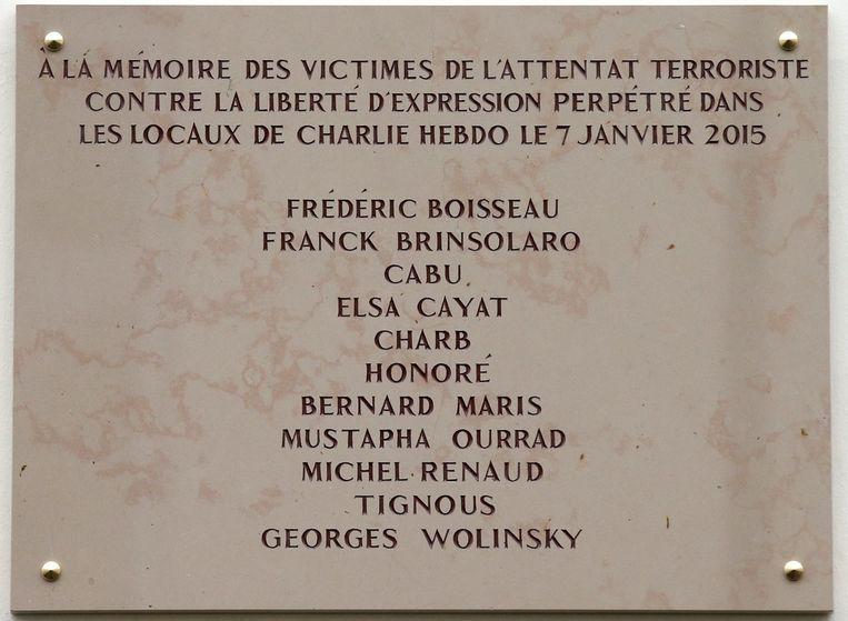 Herdenkingsplaat slachtoffers aanslag Charlie Hebdo Beeld anp