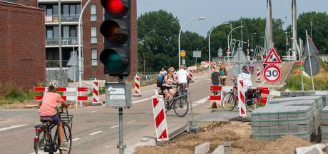 Massaal negeren stoplicht Zwolse brug zorgt voor gevaarlijke situaties