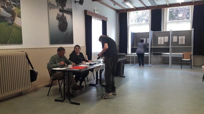 Stemmen in het dorpshuis in Herpt.