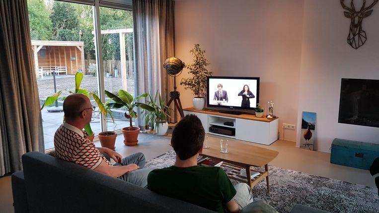 Joep van Vlodrop (links) en Dick de Bruijn: 'Zo krijgen we het gevoel mee.' Beeld Ariejan Korteweg