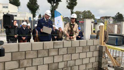 Eerste steen van nieuw politiecommissariaat gelegd: ultramodern complex midden 2021 klaar
