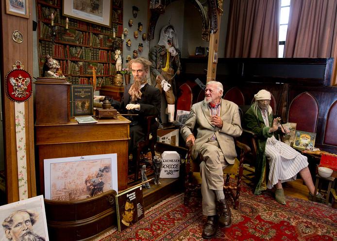 Sjef de Jong in het Dickens Museum in Bronkhorst.