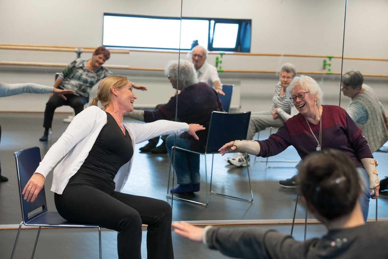 Magnifiek Losser in de spieren' na een lesje zitdansen | Dronten | destentor.nl @MV46