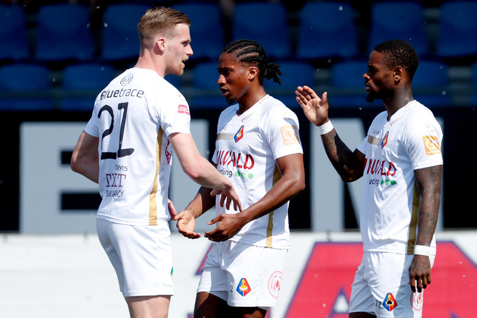 Telstar-spelers vieren een doelpunt tegen Roda JC, dat met 4-0 werd opgerold.