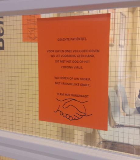Personeel tandartspraktijk schudt geen handen meer vanwege coronavirus