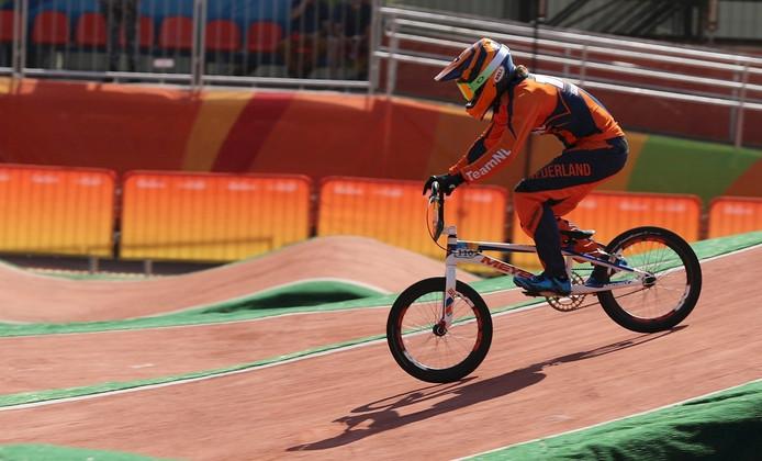 Laura Smulders in actie op de BMX-baan in Rio.