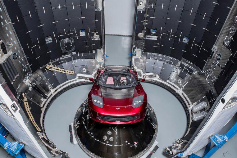 Elon Musk, topman van Tesla en van ruimtevaartbedrijf SpaceX, schoot deze week met behulp van een raket een Tesla Roadster de ruimte in. Beeld REUTERS