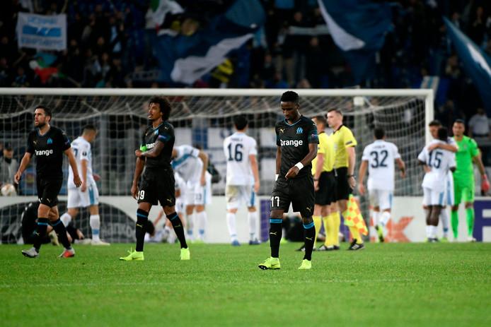Vlnr: Kevin Strootman, Luiz Gustavo en Bouna Sarr druipen af na de nederlaag in Rome.