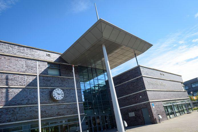 VELDHOVEN - Exterieur Sondervick College aan de Knegselseweg