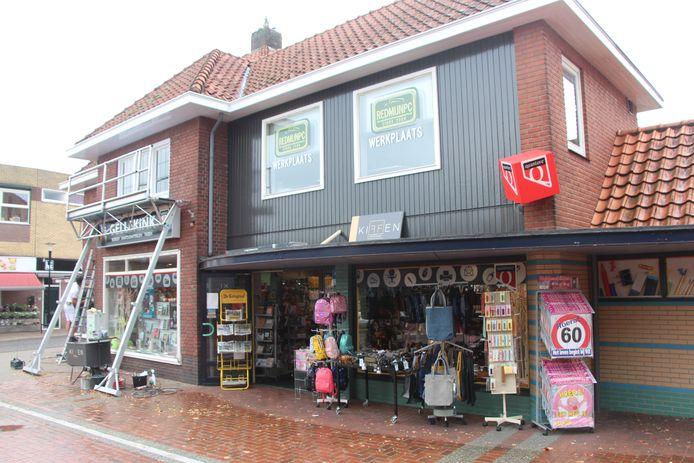 Boekhandel Gellekink op de hoek van de Brink en de J.W. Hagemanstraat in Eibergen. Hier wordt het nieuwe servicepunt van PostNL gevestigd.