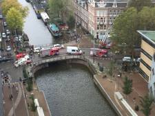 Vrachtwagen rijdt woning binnen op Roetersstraat