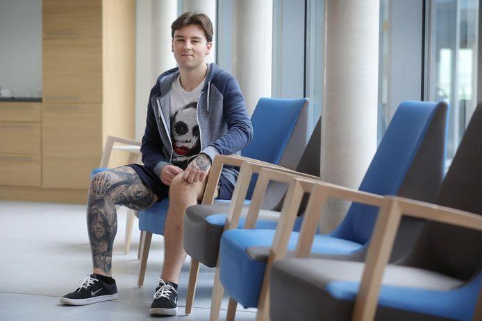 Jordy (20) werkt als zorgkundige in het woonzorgcentrum Yserheem in Diksmuide.