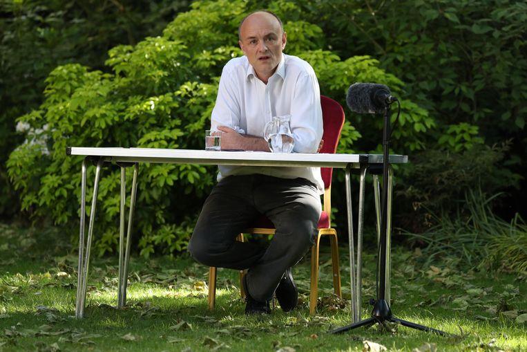 Dominic Cummings maandag bij een persconferentie in de tuin van Downing Street 10.  Beeld AFP