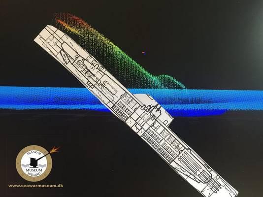 Het schip ligt grotendeels onder het zand, maar de achtersteven steekt zo'n 20 meter boven de bodem uit