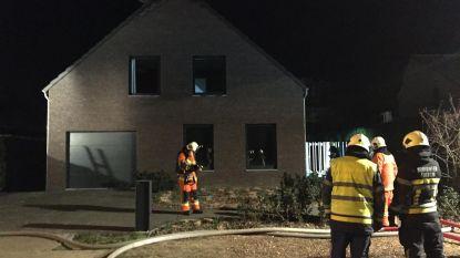 Uitslaande brand vernielt woning