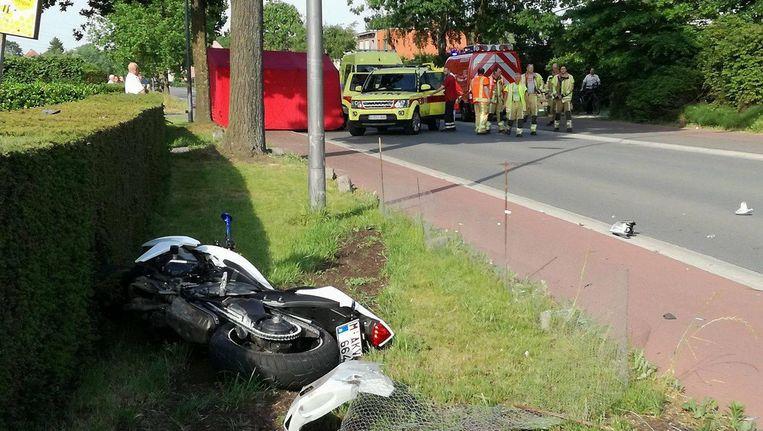 Motorrijder Overlijdt Na Klap Tegen Auto Die Van Oprit Komt