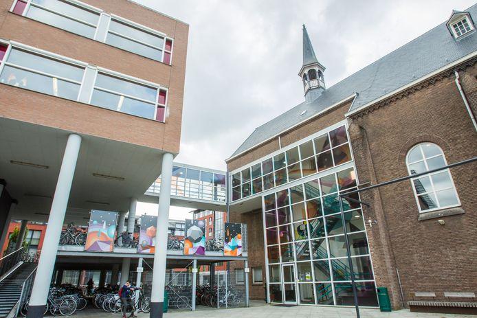 Het Jan van Brabant College is aan de Molenstraat in Helmond deels gehuisvest in verouderde gebouwen.