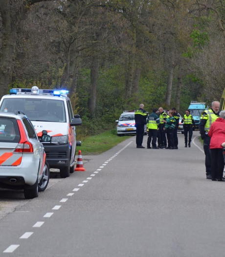 Motorrijder eindigt in sloot in Bergen op Zoom: zwaargewond naar ziekenhuis
