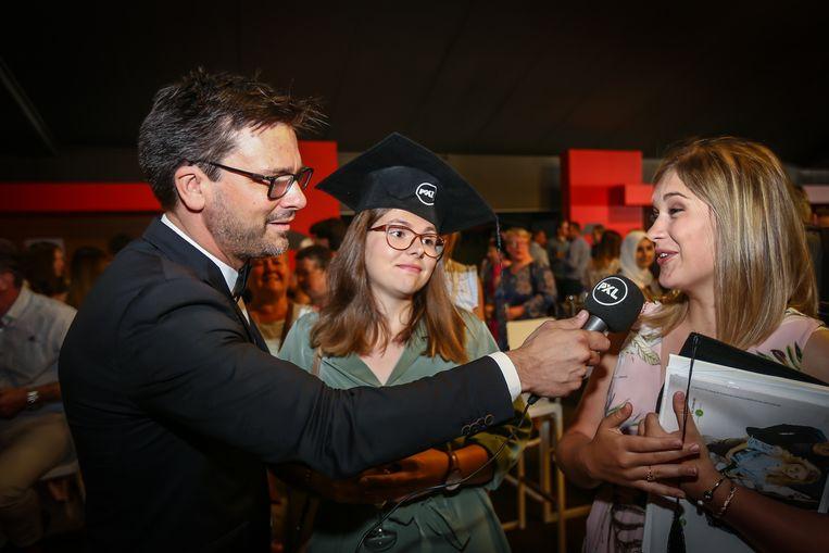 Proclamatie PXL studenten in de Kinepolis van Hasselt Directeur Ben Lambrechts neemt interviews af van de afgestudeerden