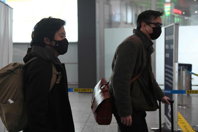 De Wall Street Journal-journalisten Josh Chin (R) en Philip Wen werden eind februari China al uitgezet.