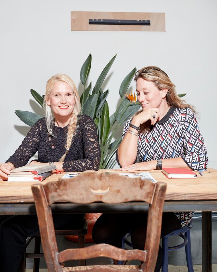 Lizelot Prumper en Geraldine Smink van Expeditie Robinson Beeld Erik Smits