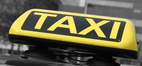 Taxichauffeur gewond in gezicht na mishandeling door agressieve klant in Nijmegen