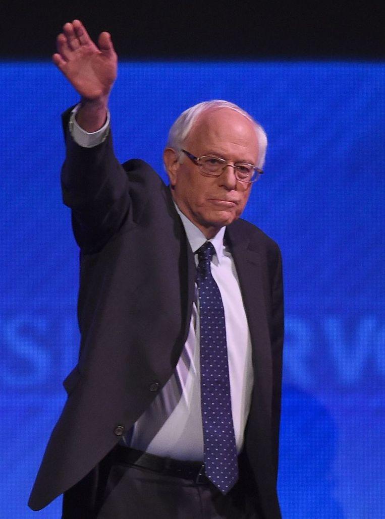 Bernie Sanders aan het begin van het Democratische debat. Beeld afp