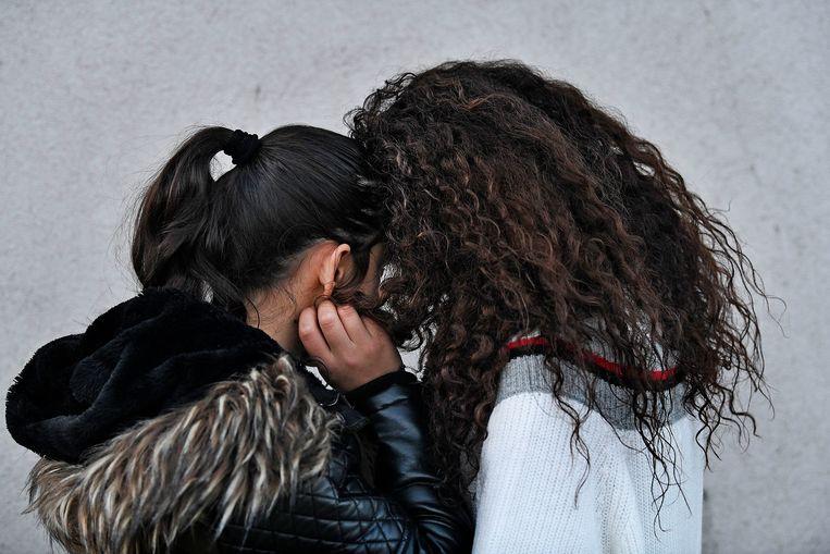 De Armeense Marina en Sofi verblijven op een schuiladres in Utrecht. Ze willen onherkenbaar blijven.  Beeld Guus Dubbelman