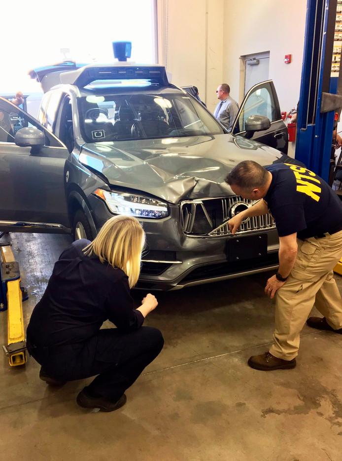 Autoriteiten onderzoeken de zelfrijdende Volvo van Uber waarmee een vrouw is doodgereden