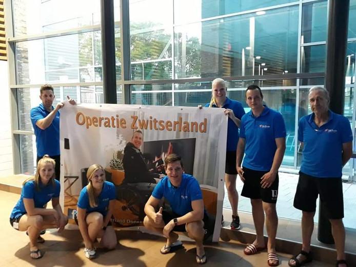 Voor de crowdfundingsactie voor Roy Scholten uit Nijverdal is, in zwembad Het Ravijn, 3250 euro bij elkaar gezwommen.