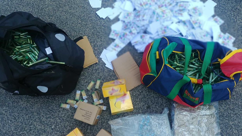 De Hongaarse politie heeft in de auto van de twee Nederlanders die van drugshandel op het muziekfestival Sziget worden verdacht, 17 kilo drugs aangetroffen. De drugs hadden een straatwaarde van omgerekend ongeveer 300.000 euro.