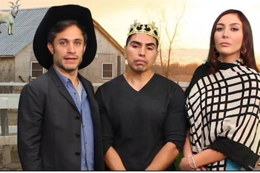 Acteur Gael Garcia Bernal vertolkte de vader in een parodie in de Mexicaanse comedyshow 'El Show de Piolín'.