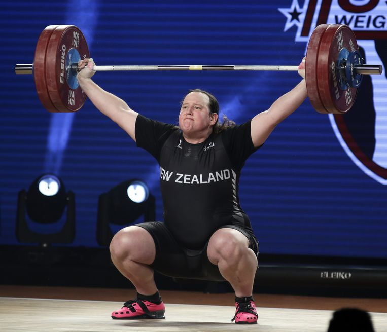 Transgender atlete Laurel Hubbard from New Zealand competes in the women's 90+ kg weight class competition at the Weightlifting World Championships at the Anaheim Convention Center in Anaheim, California, USA, 05 December 2017. Hubbard placed second in the Snatch category.  EPA/MIKE NELSON Beeld EPA