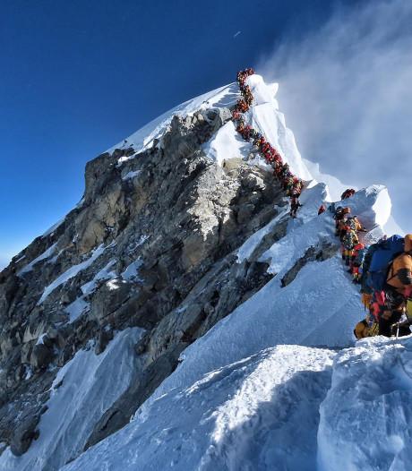 Filevorming op de Mount Everest: Het lijkt wel de Efteling