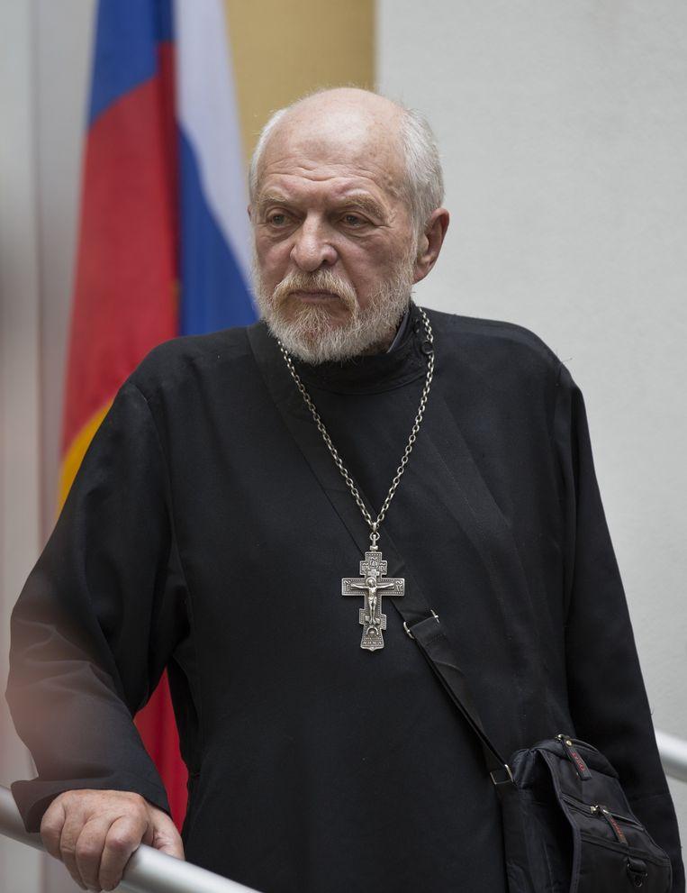 Gleb Jakoenin, afgelopen juli gefotografeerd tijdens een tuinfeest van de Amerikaanse ambassade in Moskou. Hij overleed op 25 december in de Russische hoofdstad. Beeld ap
