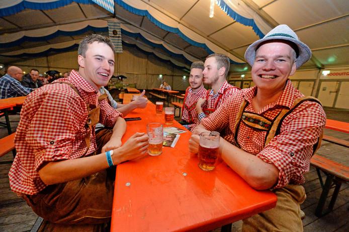 Er ging weer heel wat bier door bij het Oktoberfest in Geerdijk.