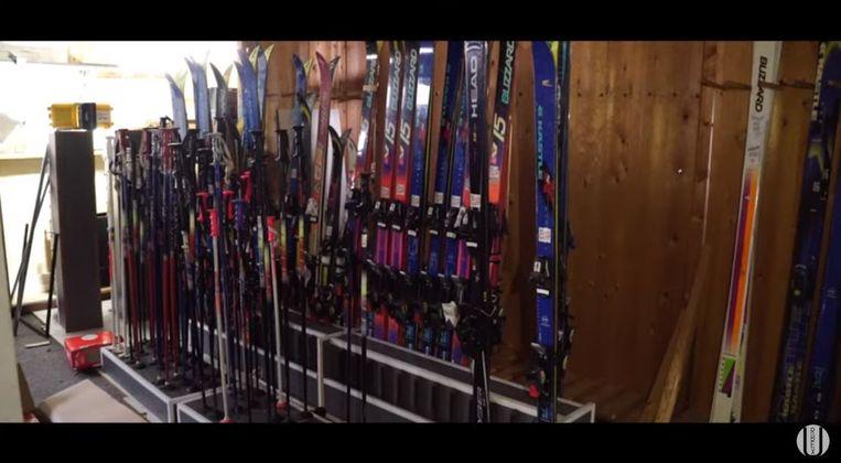 Urbex Explore verkende de leegstaande sportzaak in Zwevezele waar nog heel wat skimateriaal ligt.