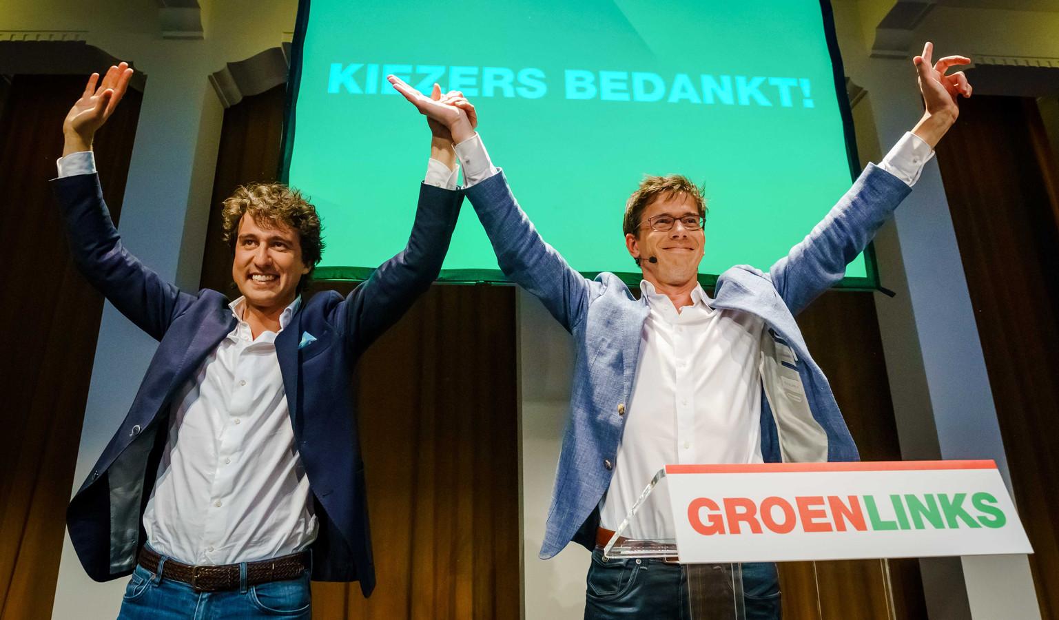 GroenLinks-leider Jesse Klaver (links) en lijsttrekker voor het Europees Parlement Bas Eickhout na afloop van de exitpolls van de Europese Parlementsverkiezingen.