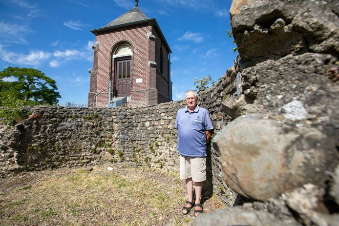 Lambert Rutten, zoon van de laatste burgemeester van Kessenich, bij de Mottetoren.