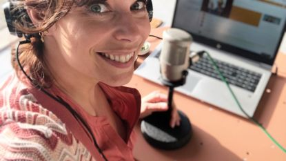 """De lockdown van presentatrice Evy Gruyaert: """"Radio maken vanuit de kamer van mijn dochter, daar is de akoestiek het best"""""""