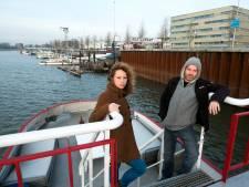 Woonboten verdwijnen uit haven Arnhem, maar langs zo koninklijk mogelijke weg