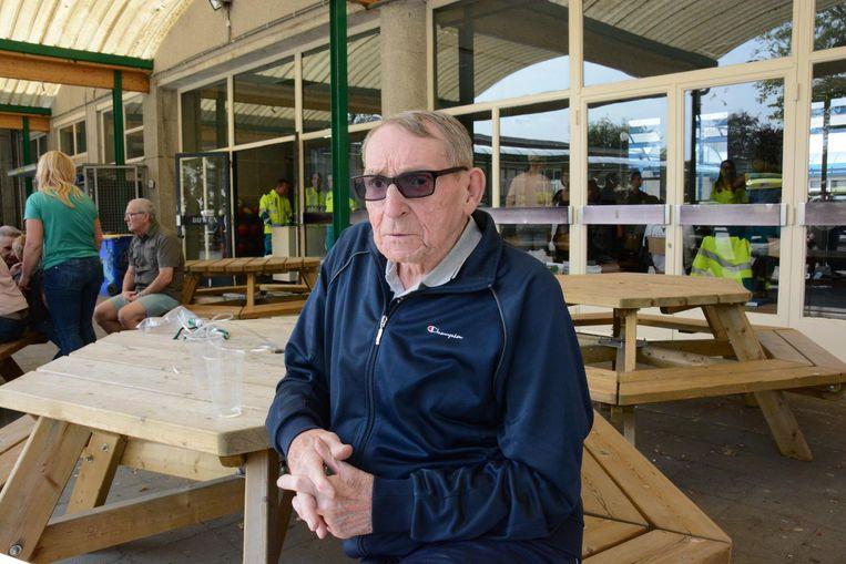 François Staut is één van de getroffen flatbewoners. De longpatiënt had last van de verstikkende rook en kreeg zuurstof toegediend.
